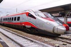 Trenitalia snabba drev (Italo, Frecciarossa och Frecciabianca) på den Venedig Saint Lucia järnvägstatistiken Royaltyfria Foton