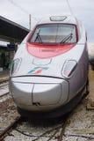 Trenitalia snabba drev (Italo, Frecciarossa och Frecciabianca) på den Venedig Saint Lucia järnvägstatistiken Arkivfoto