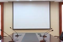 Trennvorhang im Konferenzzimmer Stockbild