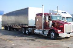Trennvorhang-seitlicher Lastwagen Lizenzfreie Stockfotos