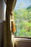 Trennvorhänge mit Verzierungen Stockfoto