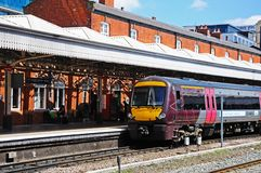 Treno accanto al binario, Nottingham immagini stock
