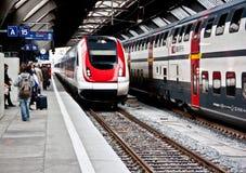 Treno ad alta velocità alla stazione ferroviaria 2 dell'HB di Zurigo Immagine Stock