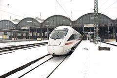 Treno ad alta velocità nella stazione nell'orario invernale Fotografia Stock Libera da Diritti