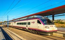 Treno ad alta velocità per Madrid alla stazione ferroviaria di Toledo Fotografie Stock Libere da Diritti