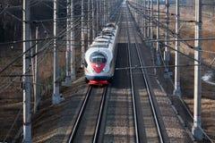 Treno ad alta velocità Sapsan, sulla ferrovia russa nel moto Fotografie Stock Libere da Diritti