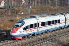 Treno ad alta velocità Sapsan, sulla ferrovia russa nel moto Fotografia Stock Libera da Diritti