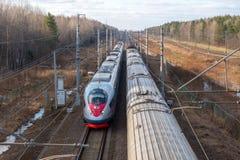 Treno ad alta velocità Sapsan, sulla ferrovia russa nel moto Immagini Stock Libere da Diritti