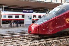 Treno ad alta velocità sulla stazione ferroviaria di Bologna Fotografie Stock