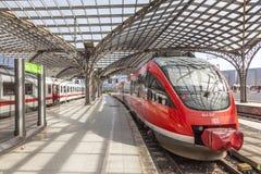 Treno alla stazione centrale in Colonia, Germania Immagini Stock Libere da Diritti