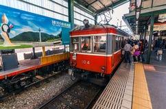 Treno alla stazione di Hakone-Yumoto fotografie stock libere da diritti