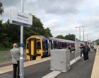 Treno alla stazione di Tweedbank sui confini ferroviari Fotografia Stock