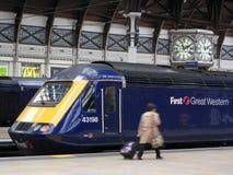 Treno alla stazione ferroviaria di Paddington Fotografie Stock Libere da Diritti