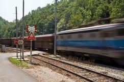 Treno andante di cautela Fotografie Stock Libere da Diritti