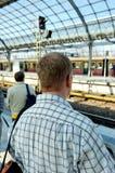 Treno attendente Immagine Stock