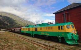 Treno bianco del passaggio - Alaska - il Yukon fotografia stock