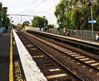 Treno calmo di Melbourne immagini stock