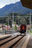 Treno che lascia stazione Immagine Stock