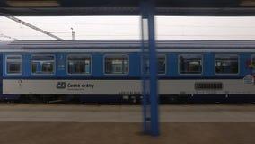 Treno che lascia stazione stock footage