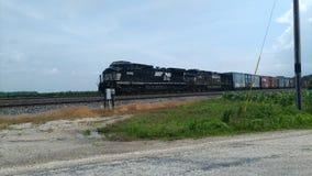 Treno che viaggia verso ovest vicino al punto ad ovest Indiana Immagine Stock Libera da Diritti