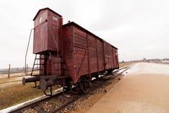Treno davanti al campo di concentramento fotografie stock libere da diritti