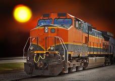 treno del carico al tramonto fotografia stock