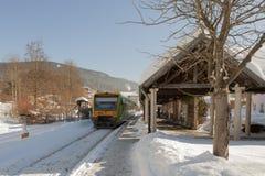 Treno del ` di Waldbahn del ` alla stazione nella città della stazione termale di Bodenmais in Baviera Immagine Stock