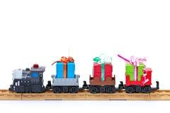 Treno del giocattolo con i presente Fotografia Stock Libera da Diritti