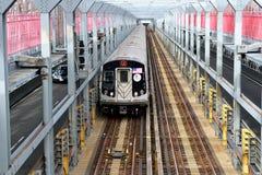 Treno del MTA J Immagini Stock