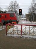 Treno del paese che arriva fotografie stock