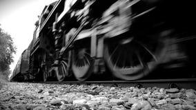 Treno del vapore in in bianco e nero archivi video