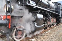 Treno del vapore sul treno della ferrovia un vapore Immagine Stock