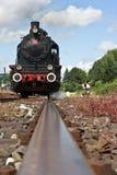 Treno del vapore sulle piste fotografia stock