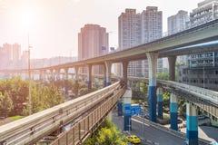 Treno della metropolitana alla stazione della metropolitana a Chongqing immagine stock libera da diritti