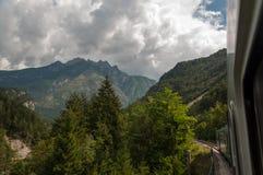 Treno della montagna Fotografie Stock Libere da Diritti