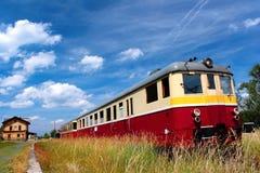 Treno della vettura nella stazione Fotografie Stock