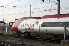 Treno di Alstom Pendolino sul Mainline Regno Unito della costa ovest Immagini Stock
