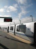 Treno di BART alla stazione ad ovest di Oakland Fotografie Stock Libere da Diritti