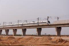Treno di CRH sul ponticello Immagine Stock