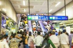 Treno di discesa della metropolitana dei passeggeri Fotografia Stock Libera da Diritti