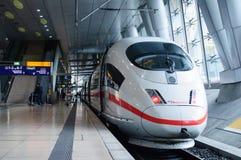 Treno di Hispeed del GHIACCIO 3 nella stazione di Traain dell'aeroporto di Francoforte Fotografia Stock