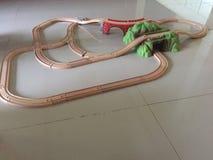Treno di legno ferroviario del giocattolo immagini stock libere da diritti