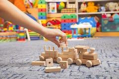 Treno di legno nella stanza del gioco Fotografie Stock Libere da Diritti