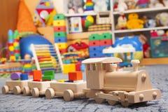 Treno di legno nella stanza del gioco Immagini Stock Libere da Diritti