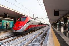 Treno di pallottola di Freccia Rossa 300 km/ora Fotografie Stock Libere da Diritti