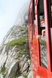 Treno di Pilatus, la ferrovia della ruota dentata più ripida del mondo Fotografia Stock