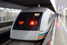 Treno di Schang-Hai Maglev pronto a andare fotografia stock libera da diritti