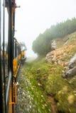 Treno di Schneeberg che va sulla montagna in Austria più meridionale Fotografie Stock Libere da Diritti