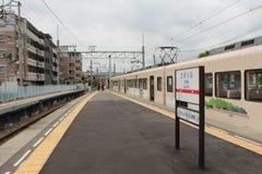Treno di Tabito che aspetta alla stazione di Dazaifu Fotografie Stock