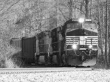 Treno di trasporto su una curva Fotografia Stock Libera da Diritti